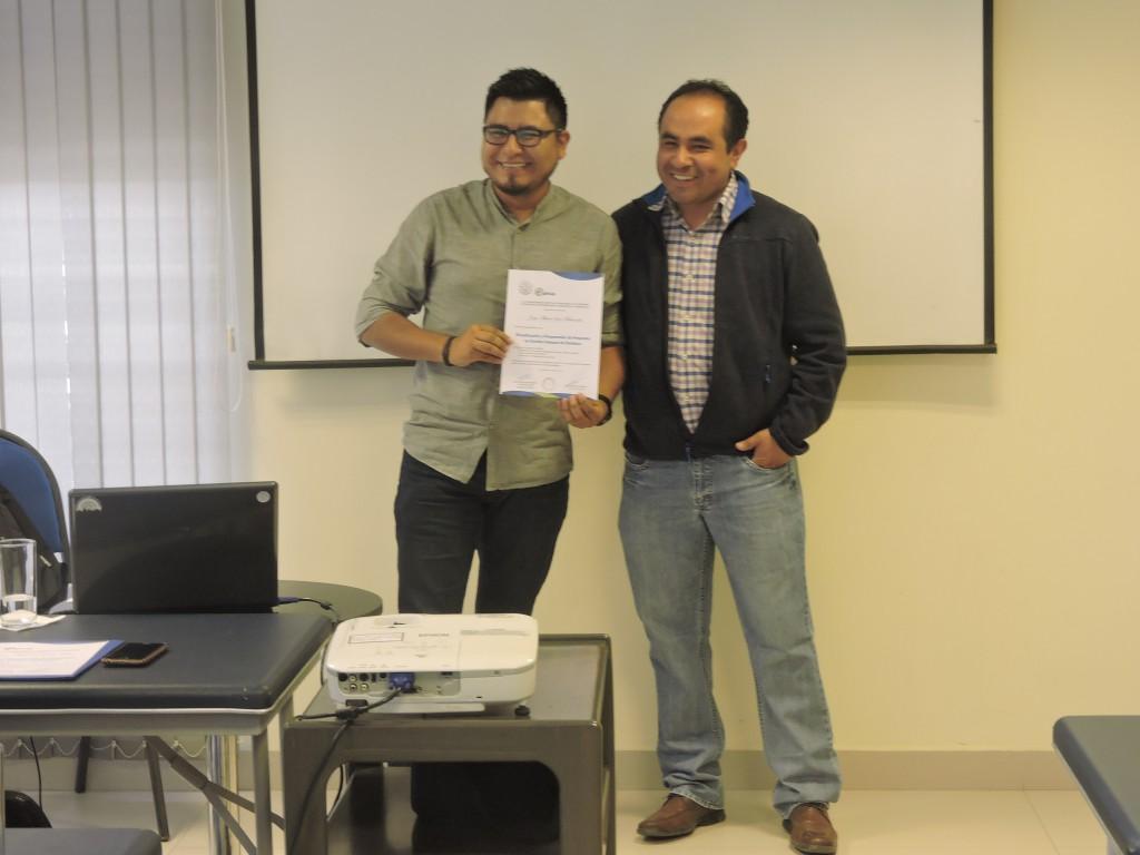 Profesionales del sector público y privado que participaron  en el curso; proyectos  en gestión integral de residuos, organizado por el programa CIERVA reciben sus certificados con respaldo de la cámara de industria y swisscontac